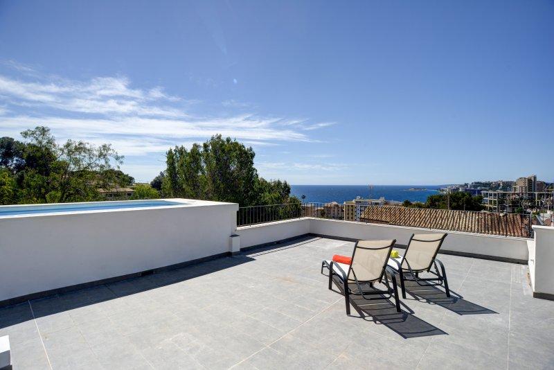 Harmony vistas al mar y piscina, vacation rental in Cas Catala