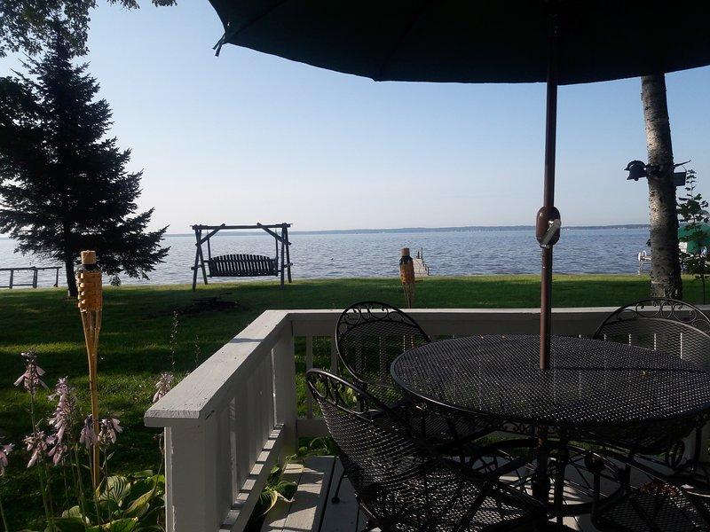 Lakefront Charmer!!!, aluguéis de temporada em Higgins Lake