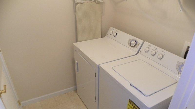 lavadora y secadora completa en la unidad