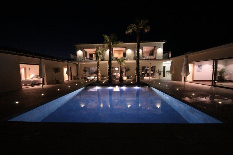 La villa de la Maison d'Ambrine - 5 étoiles, holiday rental in Valaurie