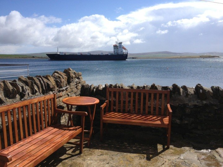Casa muy cerca del mar, con su propia Bothy a la derecha en la pared del mar - gran sensación de la vida marina!