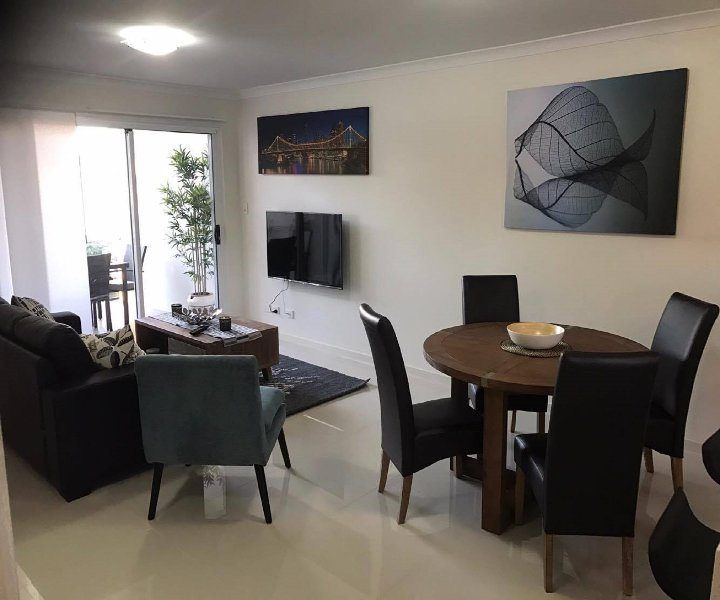 Inner City Brisbane Boutique Apartment Free Wifi Free Parking + Free Movies, holiday rental in Cleveland