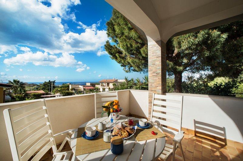 Villa Scampati 7 posti vicino al mare con giardino, Bbq e parcheggio, vacation rental in Alcamo Marina