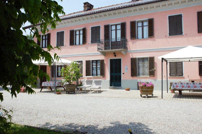 Casa Vacanze Casa Dei Ciliegi Ii - Antico Casale Nel Cuore Del Monferrato, alquiler vacacional en Montemagno