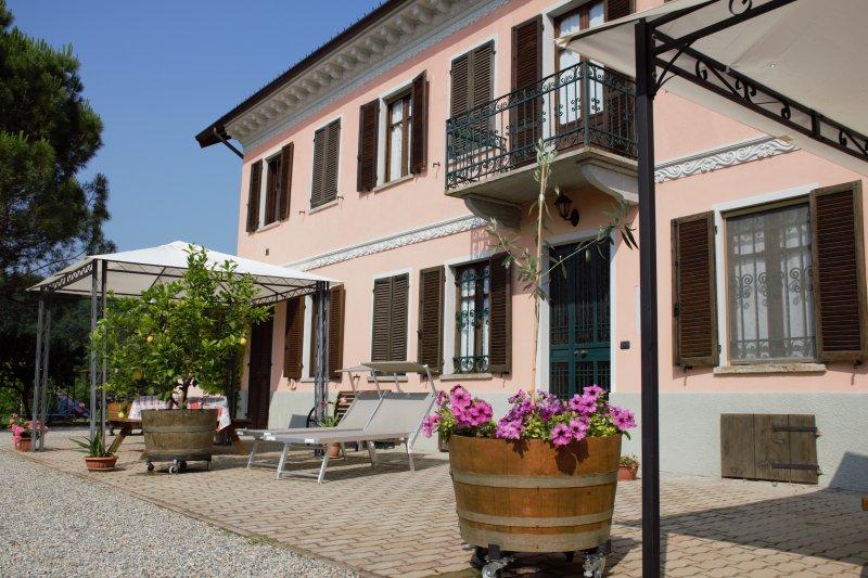Casa Vacanze Casa Dei Ciliegi I - Antico Casale Nel Cuore Del Monferrato, alquiler vacacional en Montemagno