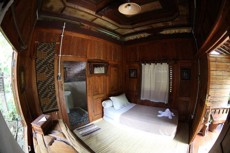 Deluxe Single Room 2 of Omah Garengpoeng Guest House, holiday rental in Kaliurang