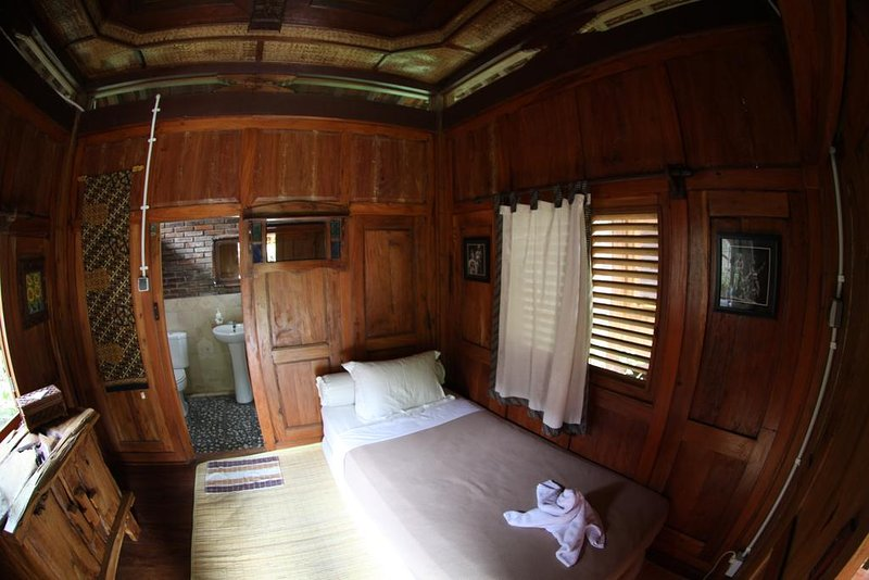 Deluxe Single Room 1 of Omah Garengpoeng Guest House, holiday rental in Kaliurang
