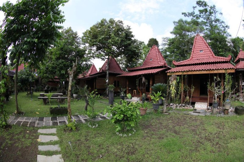Bungalow 5 of Omah Garengpoeng Guest House, holiday rental in Kaliurang