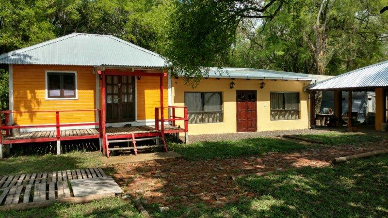 Casa sobre el Río Paraná con playa y piscina, holiday rental in Litoral