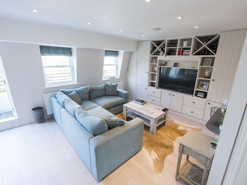 Esta preciosa y amplia sala de estar con todo lo que pueda necesitar!