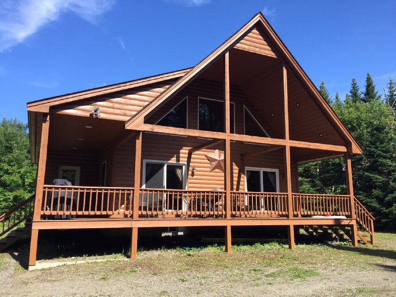 The Cabin at Buck Rub on a private setting on state ATV/Snowmobile trails, holiday rental in Pittsburg