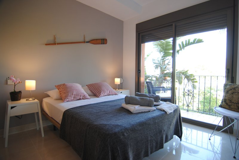 Beautiful Golf Resort 2 Bedrooms Apartment with Terrace, vacation rental in Benamara