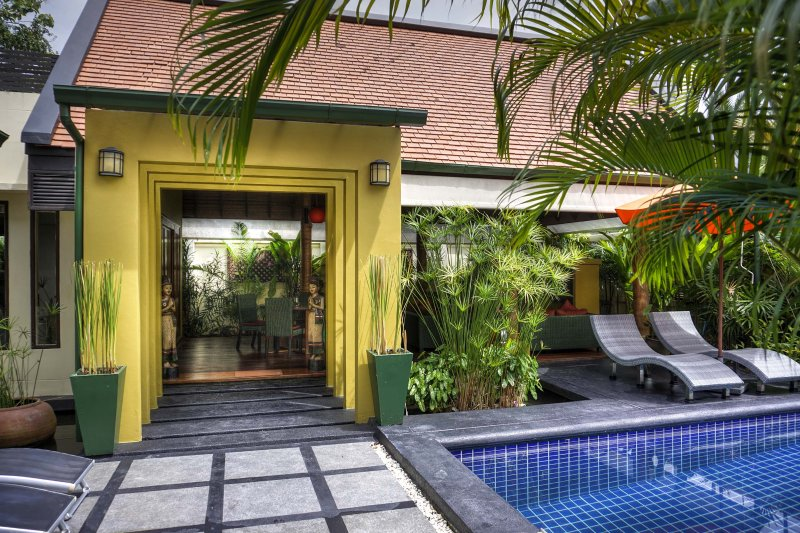 Charming 2 Bed Tropical Villa has Pool, wrap around Lotus Pond and FREE TRANSFER, vacation rental in Laem Set