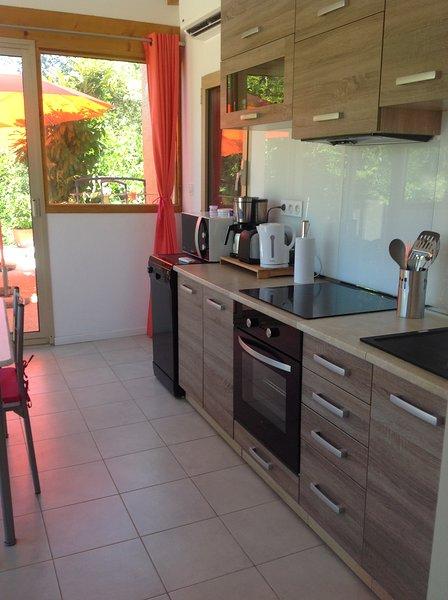 Charmant 2 pièces avec sa terrasse ombragée., holiday rental in Eccica-Suarella