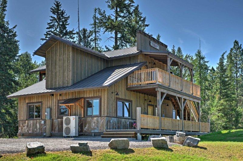 Dit appartement biedt gemakkelijke toegang tot nabijgelegen paden en ongerepte meren!