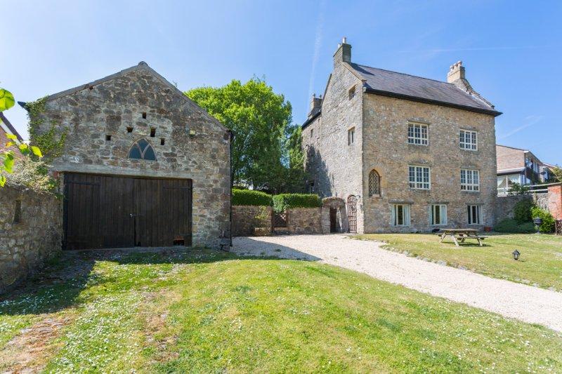 Caldicot Chateau Sleeps 16 - 5217611, location de vacances à Chepstow