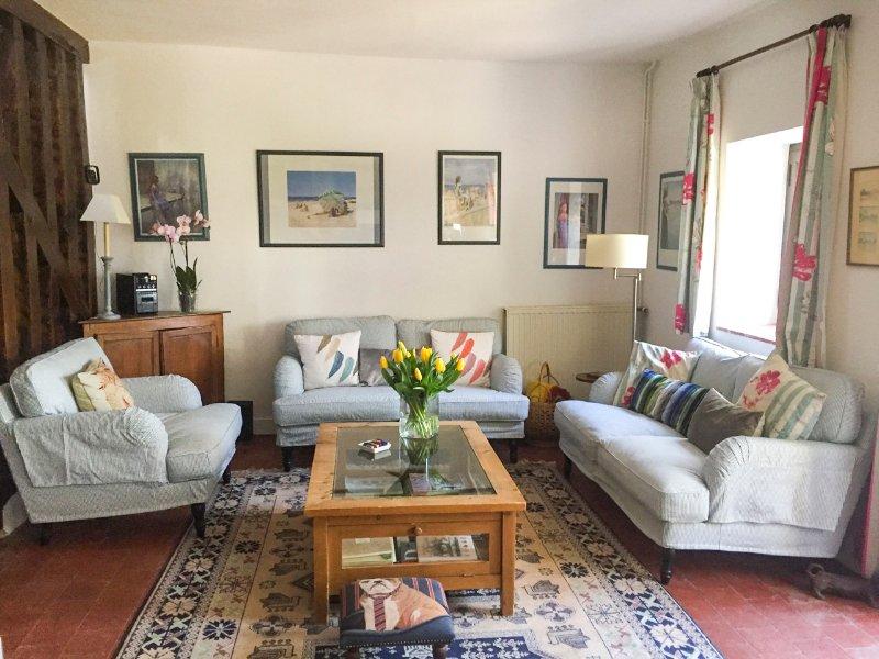 Saint-Jean-de-Braye Villa Sleeps 6 with Pool - 5049834, holiday rental in Attray