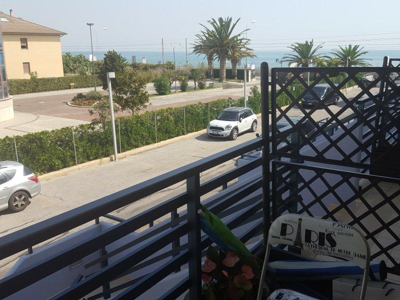 lado varanda principal do mar. Directamente sobre o mar