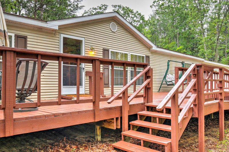 Book this 3-bedroom, 2-bathroom Michigan vacation rental cottage near Avery Lake