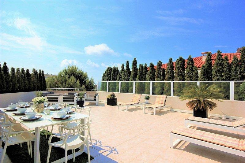 3 Bedroom Apartment Rental in Juan les Pins - Perfect base for sun-worshippers!, holiday rental in Juan-les-Pins