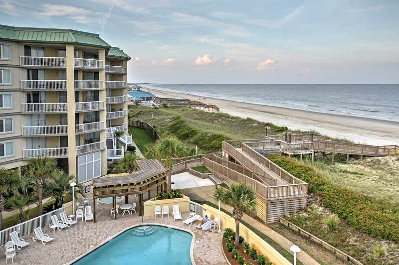 The condo is situated in Litchfield Beach and Golf Resort, where you'll enjoy pools, hot tubs and tennis courts.