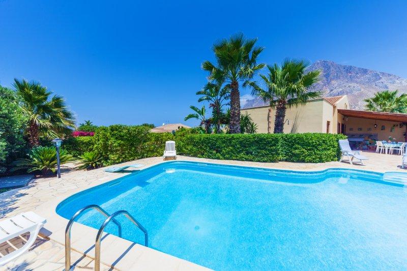 Villa Mamma Patrizia, holiday rental in Custonaci