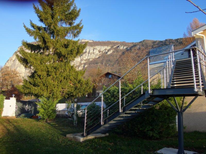 Votre accès indépendant à l'appartement de 65 m2 avec une belle vue sur le Salève