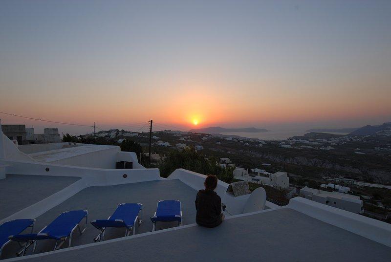 Casi garantizado puestas de sol desde la terraza para tomar el sol en Spiti Stelios