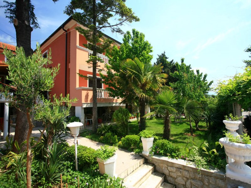 Apartment with terrace, holiday rental in Draga Bascanska