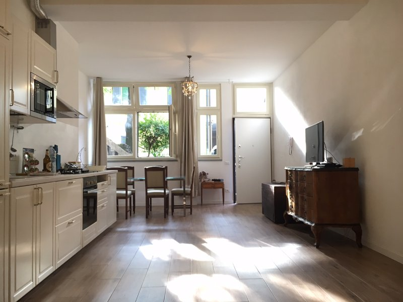 New flat 15 minutes from the center of Milan, vakantiewoning in Novate Milanese