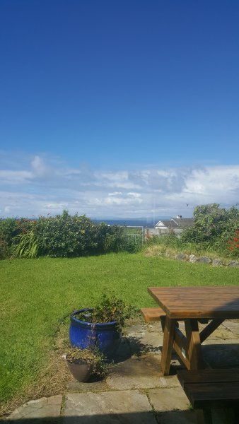 A beautiful quiet retreat . Sonas House nestled in the heart of the Burren  ., vacation rental in Spiddal