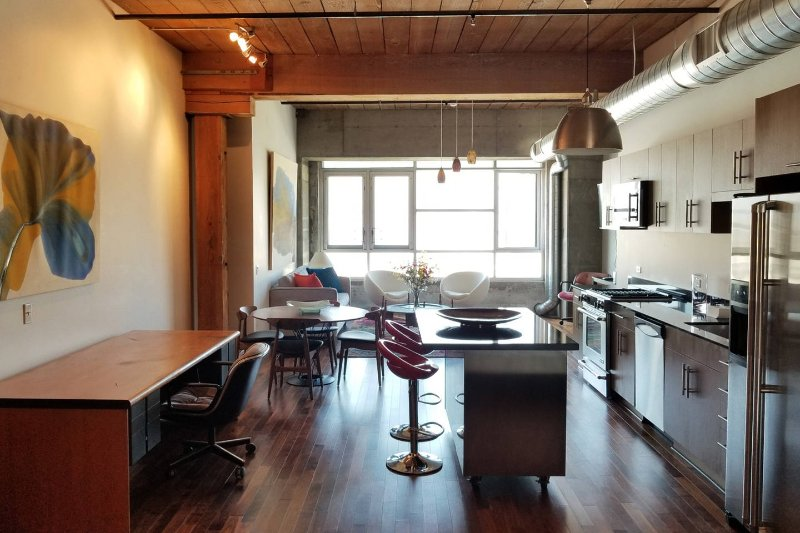 Beautiful Arts District loft in downtown LA, holiday rental in Downey