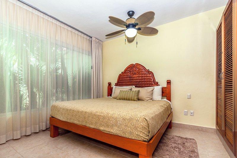 Gast Slaapkamer 3 met 1 Queen Bed, HDTV en een eigen badkamer