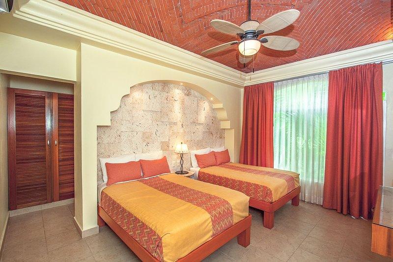 Gast Slaapkamer 1 met 2 aparte bedden, HDTV en een eigen badkamer