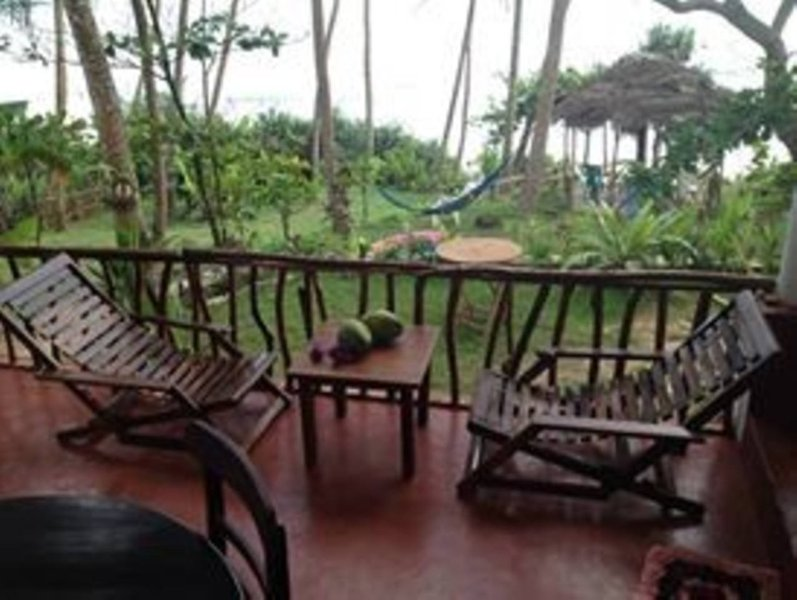 7th Wave Beach House, vacation rental in Makandura