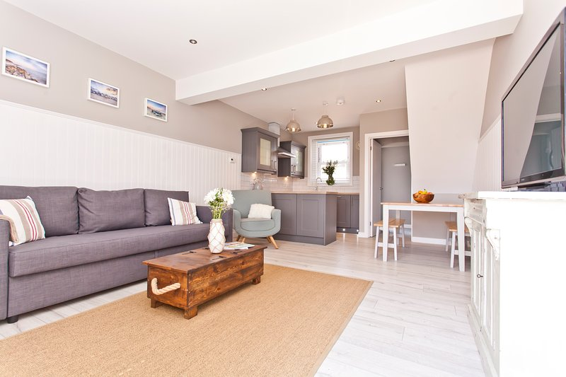 Coastguard Cottage with panoramic sea views., holiday rental in Bournemouth