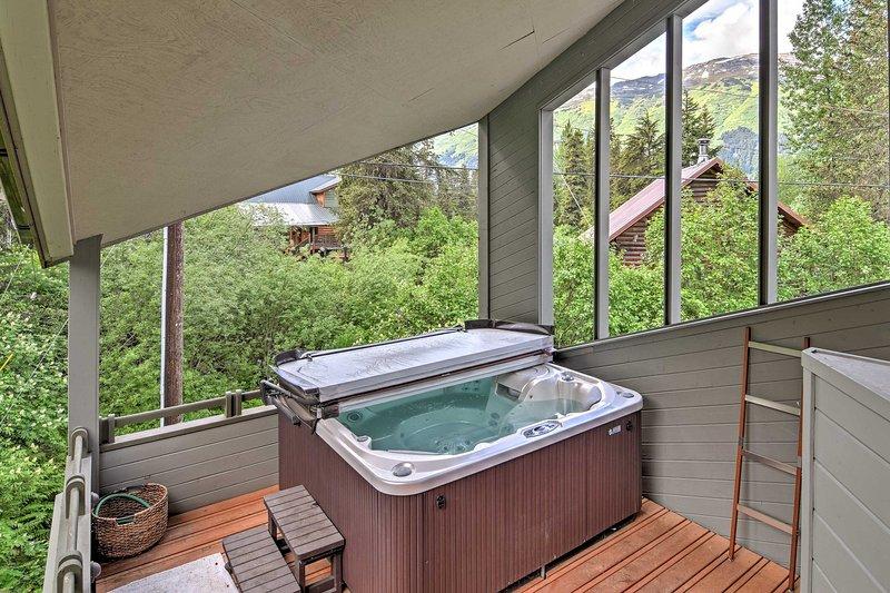 Sente-se e relaxe na banheira de hidromassagem privada ou alivie os seus músculos na sauna.