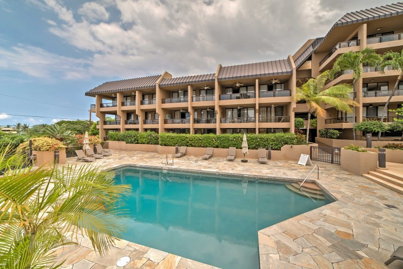 Kona Pacific offre una posizione ideale a pochi passi da una varietà di attrazioni, una piscina condominiale, sdraio e club house!