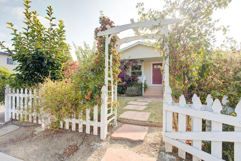 A entrada para a casa já oferece uma atmosfera jardim local ideal de férias.