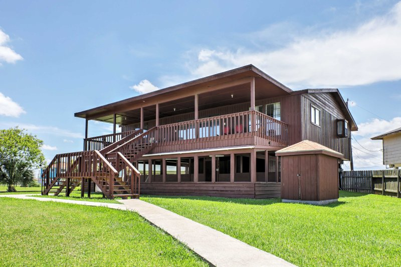 Retreat to the Lone Star State for a memorable getaway when you stay at this 3-bedroom, 2.5-bath vacation rental home in Freeport!