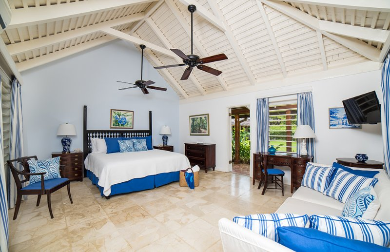 The Blue Room, also on cool marble floors, includes an interior hallway to a small back room with one queen bed for child, nanny or other adult. The connecting pocket door may be left open or closed at night.