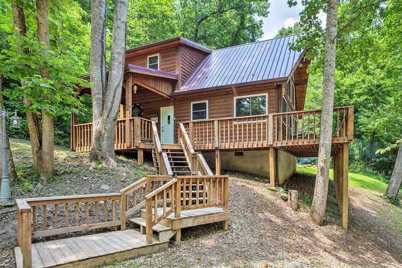 Enjoy this 2-bedroom, 2-bathroom, 1,000-square-foot vacation rental home for the ultimate cabin experience.