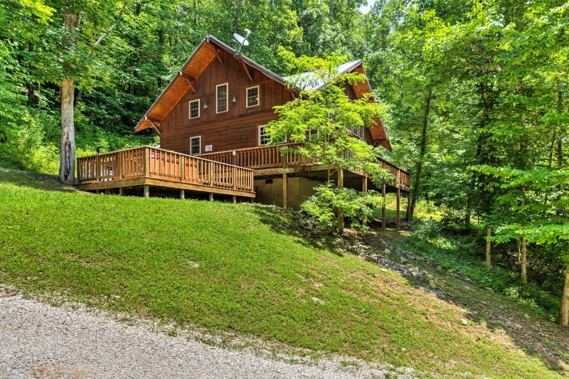2BR Red River Gorge 'Mane Stay Cabin' W/ Hot Tub! UPDATED