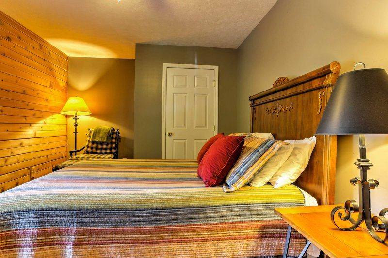 The master bedroom has a queen mattress and very comfortable sheets.