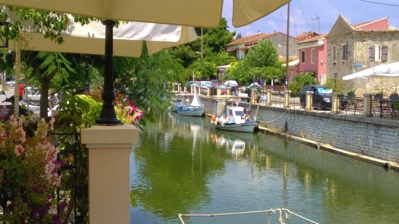 Awesome traditional house beside the river on Corfu island, vakantiewoning in Gardenos