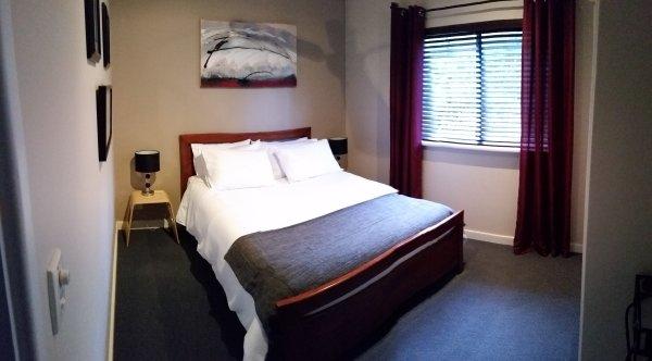 O quarto privado separado Estúdio para dois. Uma cama queen size garante uma noite de descanso confortável ..