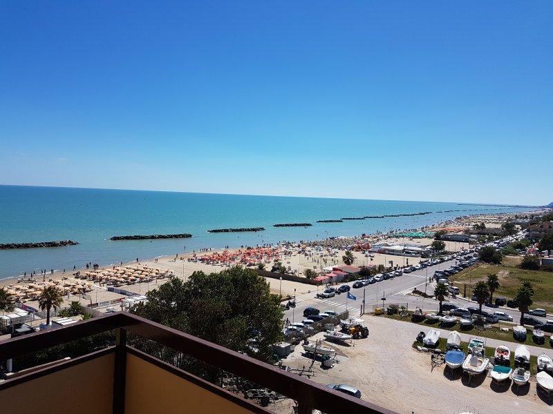 Appartamento in Residence 1° fila sul mare, holiday rental in Porto San Giorgio