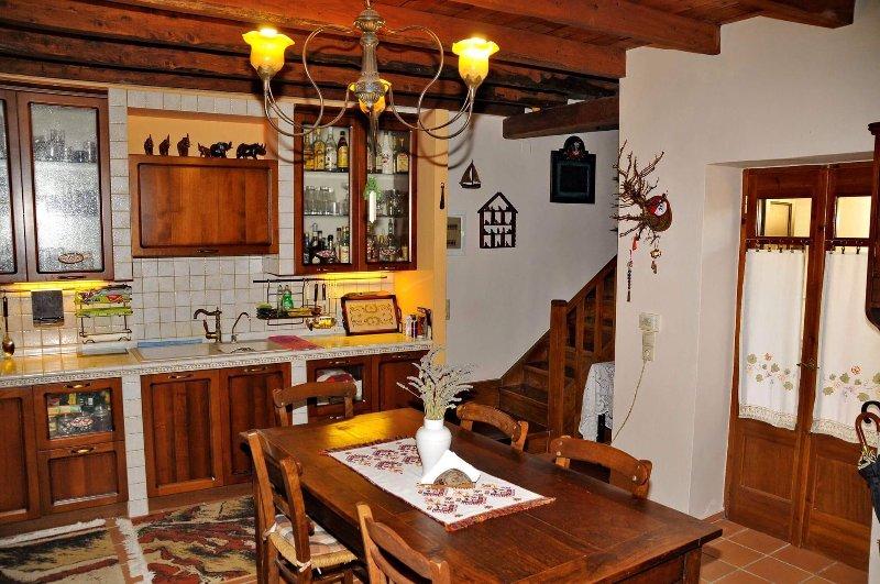 George's old stone house, casa vacanza a Koutouloufari