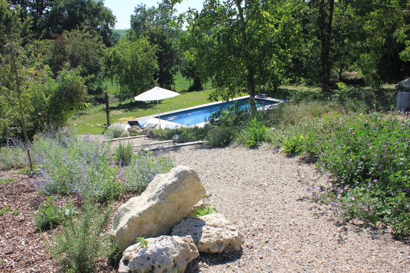 Chemin d'accès à la piscine