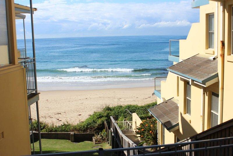 Golden Sands 6 Absolute Beachfront Property, alquiler vacacional en The Entrance